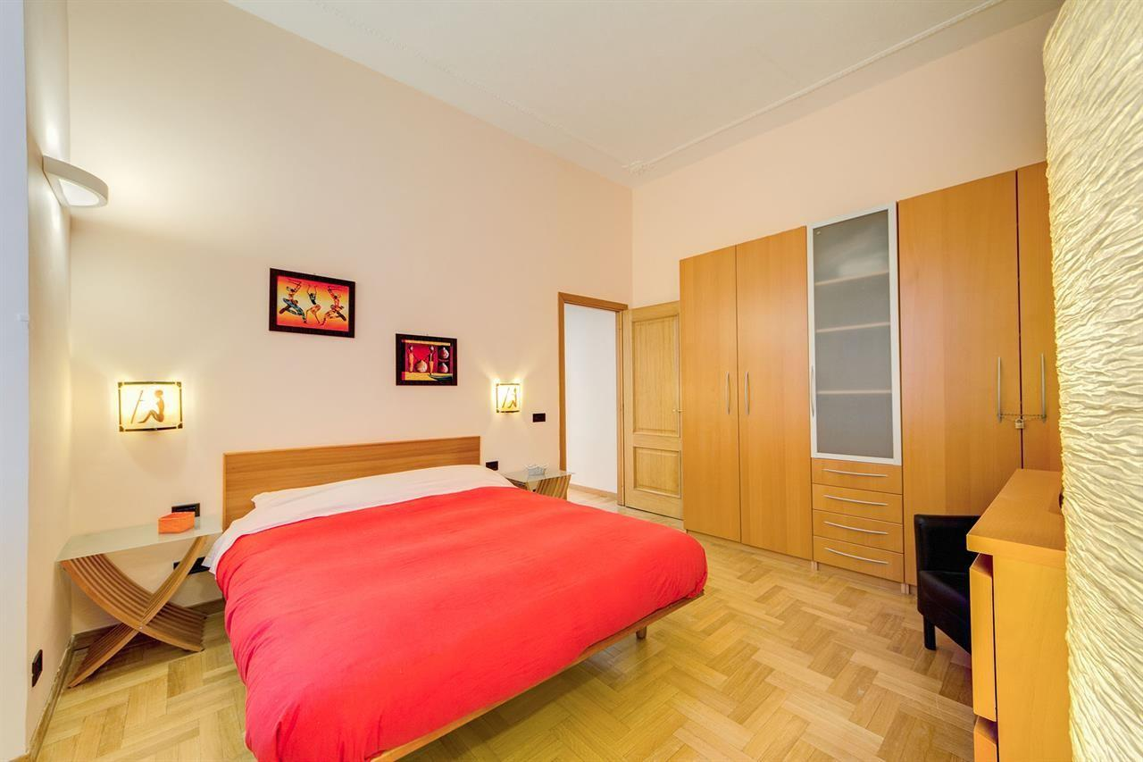 Spacious apartment in Rome with Washing machine... Slide-2