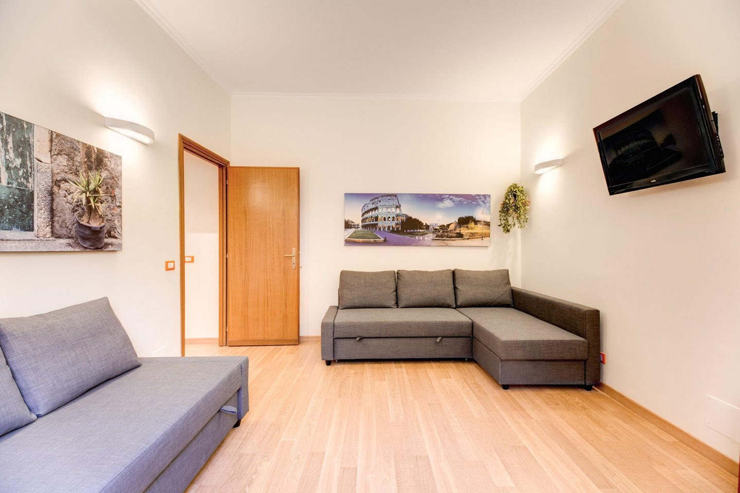 Spacious apartment in Rome with Internet, Washi... Slide-2
