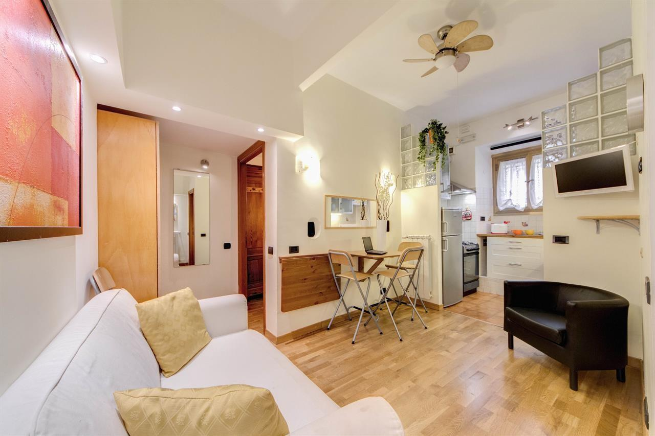 Cozy apartment in Rome with Internet, Washing m... Slide-2