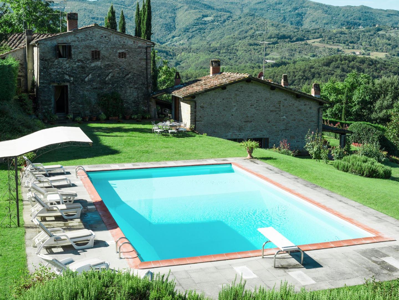 Spacious villa in Dicomano with Parking, Intern... Slide-1