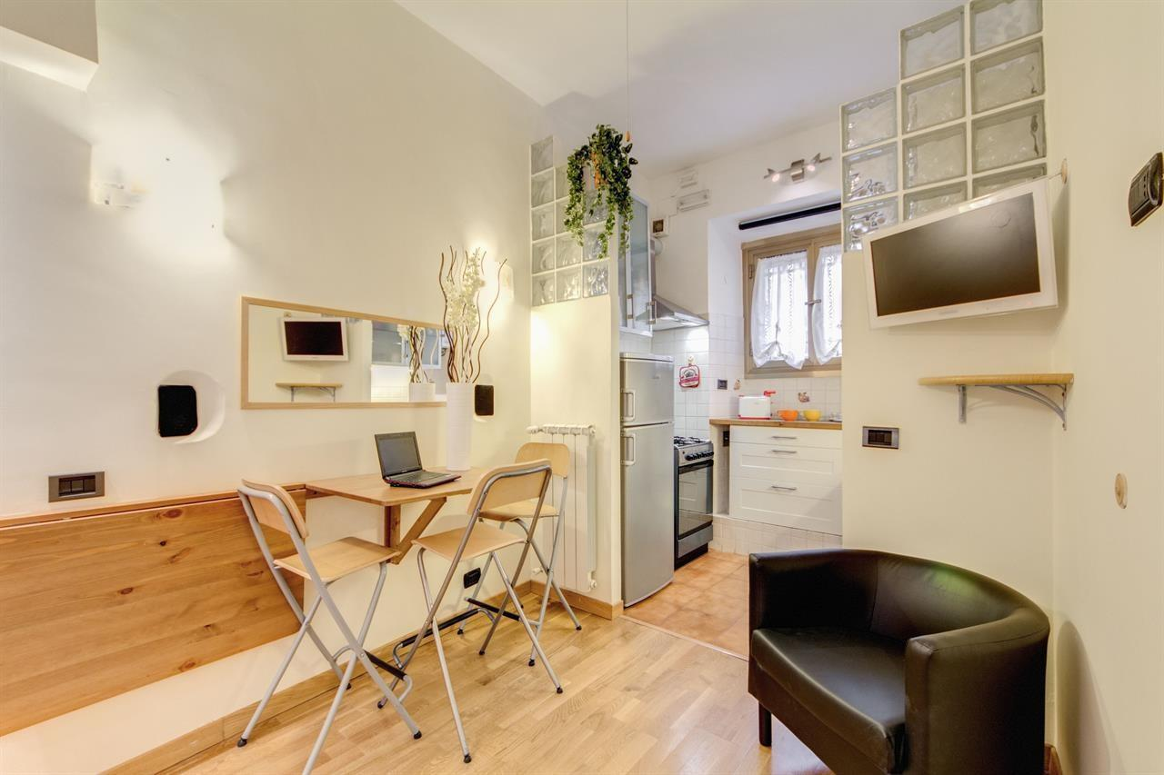 Cozy apartment in Rome with Internet, Washing m... Slide-3