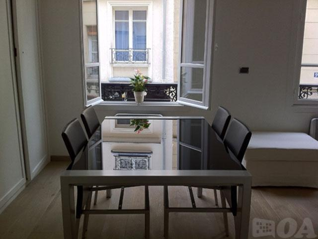 Cozy apartment in the center of Paris with Inte... Slide-3