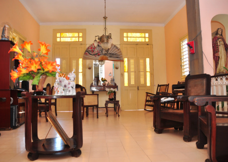 Spacious house close to the center of Cienfuegos with Internet, Washing machine, Balcony, Terrace