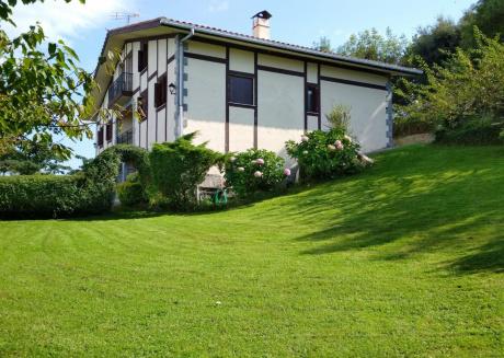 Spacious house in Itxaspe with Internet, Washing machine, Balcony, Garden