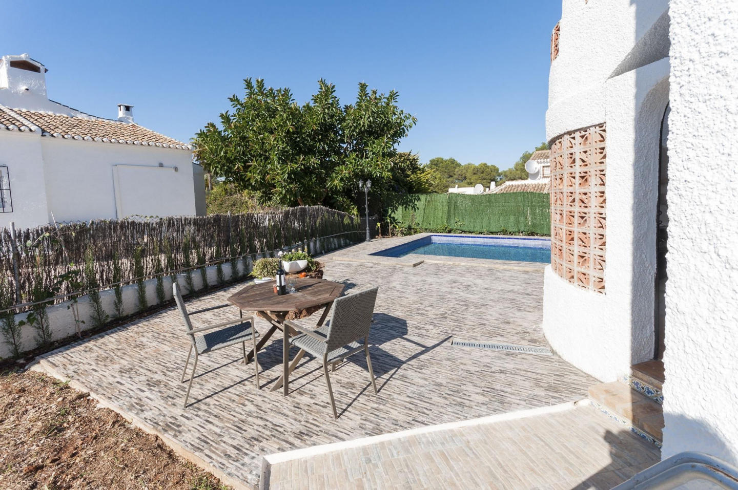 Spacious villa in the center of El Tosalet with... Slide-2