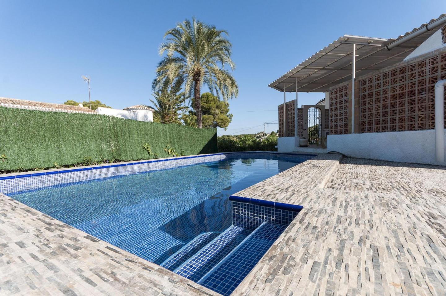 Spacious villa in the center of El Tosalet with... Slide-1