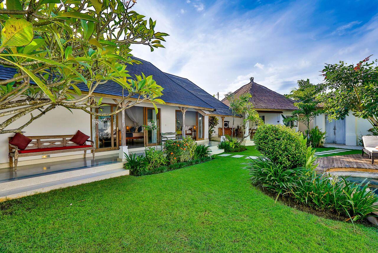 Villa Damai Kecil Seminyak Slide-11