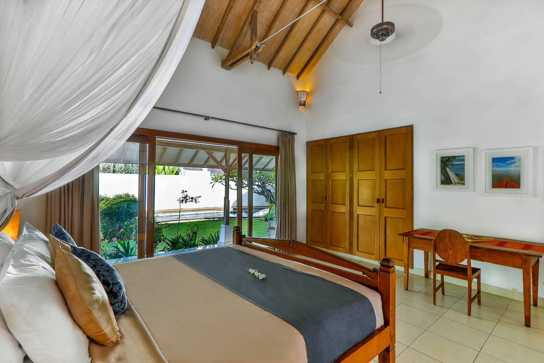 Villa Damai Kecil Seminyak Slide-10