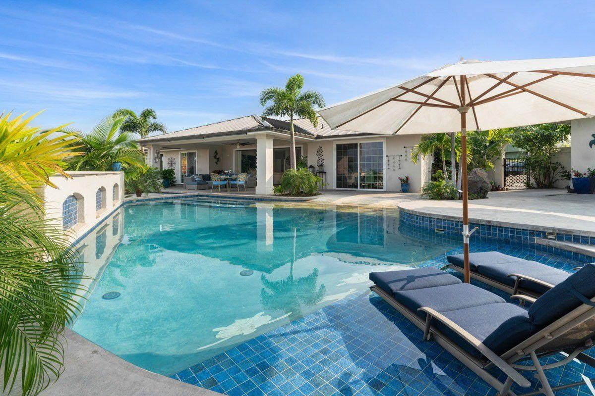 Kona Bubbles: Pristine Luxury 4 bedroom Home wi... Slide-1