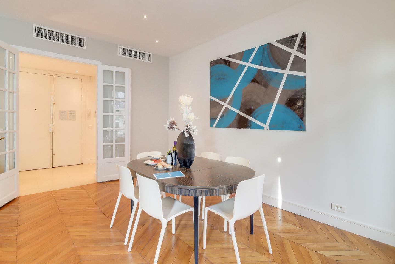 Spacious apartment in Paris Slide-2