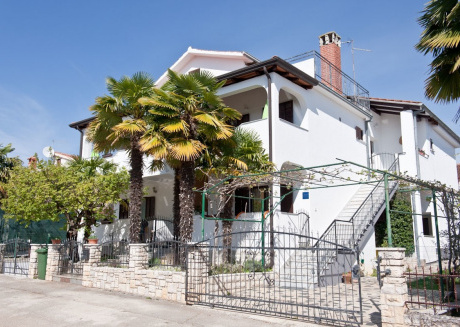 Spacious apartment very close to the centre of Novigrad with Parking, Internet, Air conditioning, Balcony