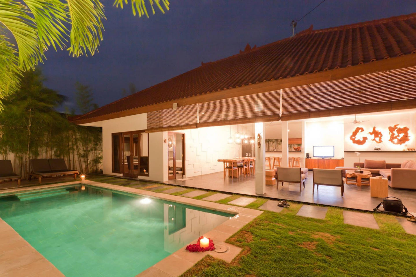 Spacious house in Kuta with Internet, Pool, Garden Slide-2