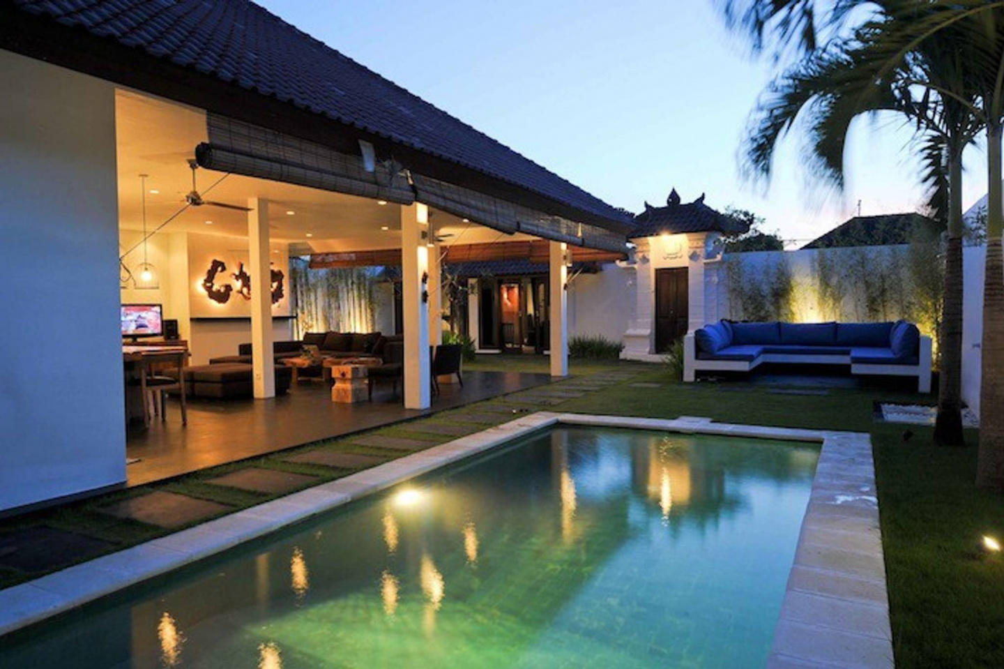 Spacious house in Kuta with Internet, Pool, Garden Slide-1