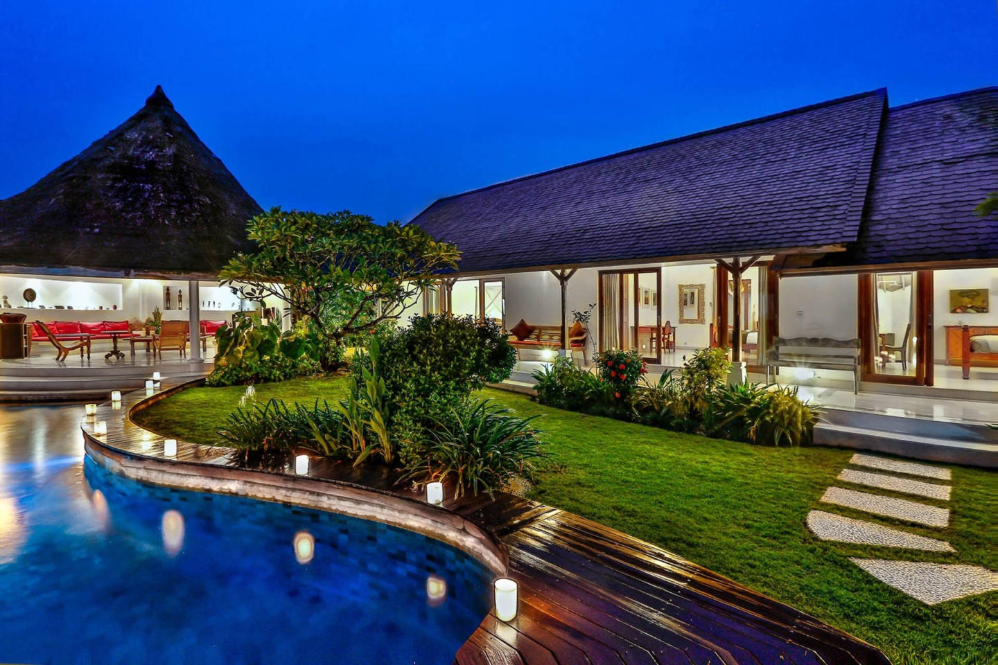 Spacious house in North Kuta with Internet, Poo... Slide-1