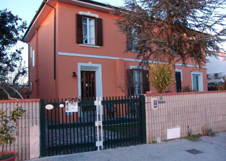 Cozy apartment very close to the centre of Pisa with Internet, Washing machine, Air conditioning, Garden