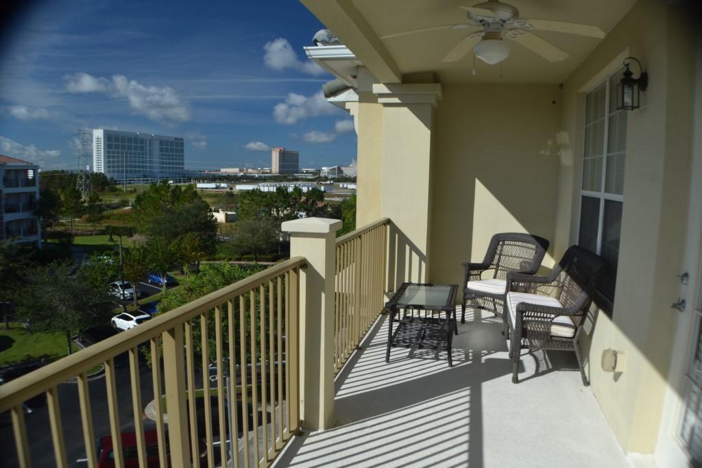 Vista Cay 3 Bed  Penthouse 407 Slide-1