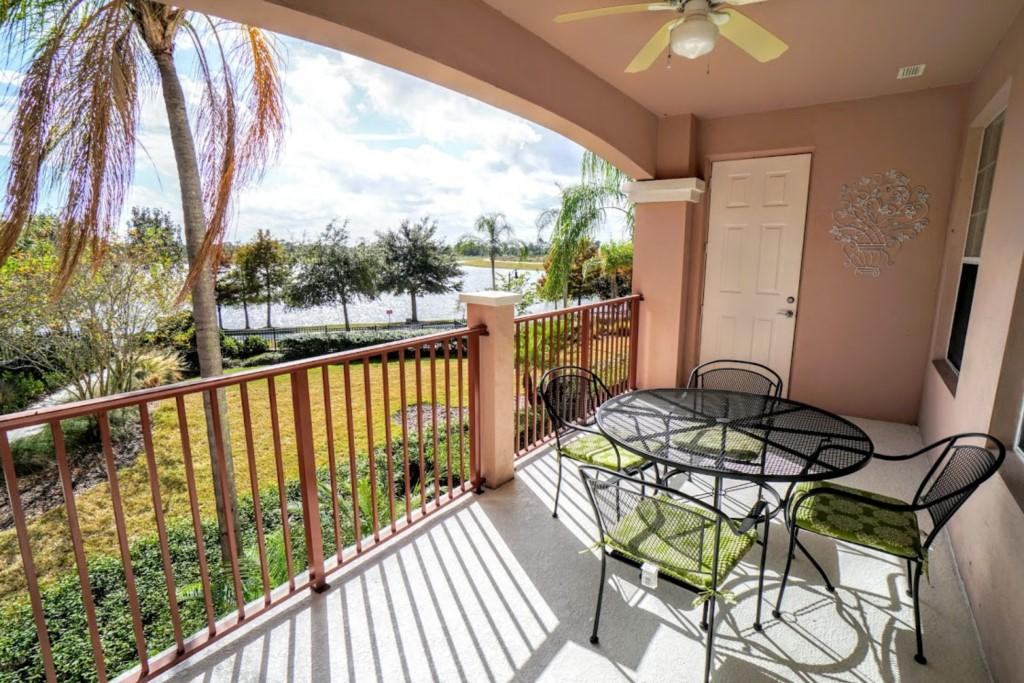 Vista Cay WOW Lake View 3 Bed Slide-1