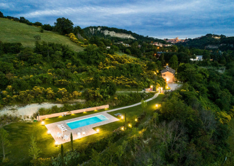 Cozy villa close to the center of Urbino with Parking, Internet, Washing machine, Pool