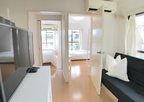 Cozy apartment very close to the centre of Meguro with Lift, Internet, Air conditioning, Terrace