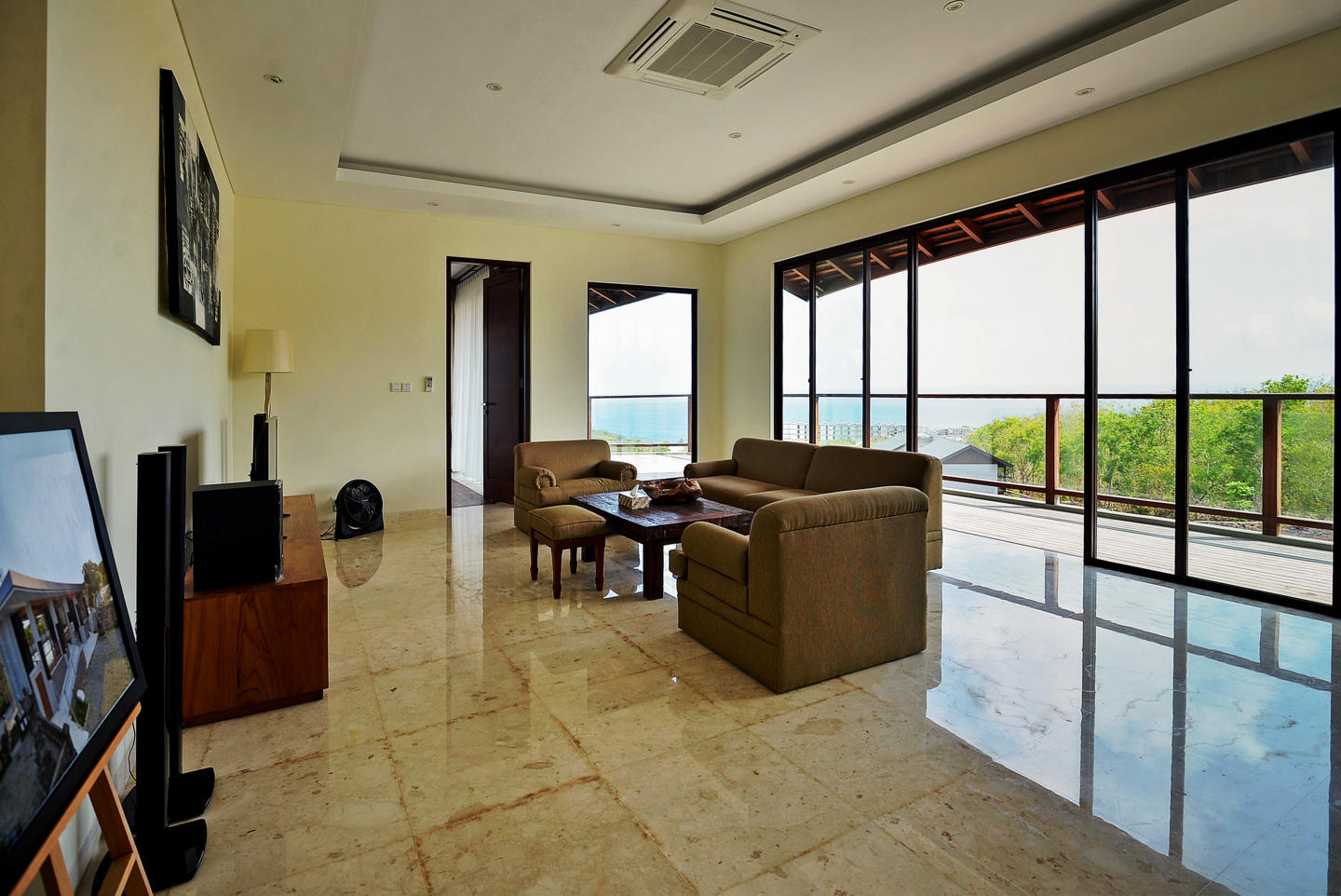 Cozy house in South Kuta with Internet, Pool, B... Slide-3