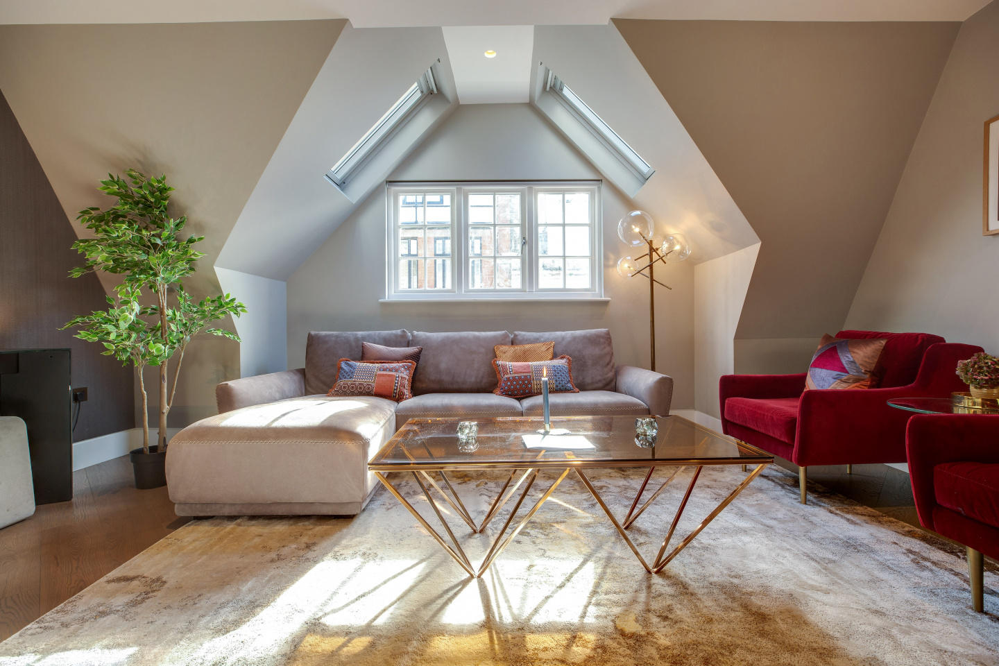 Spacious apartment in the center of London with... Slide-3