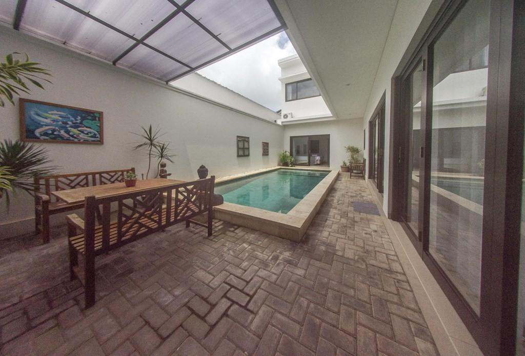 Spacious house in South Kuta with Internet, Air... Slide-2