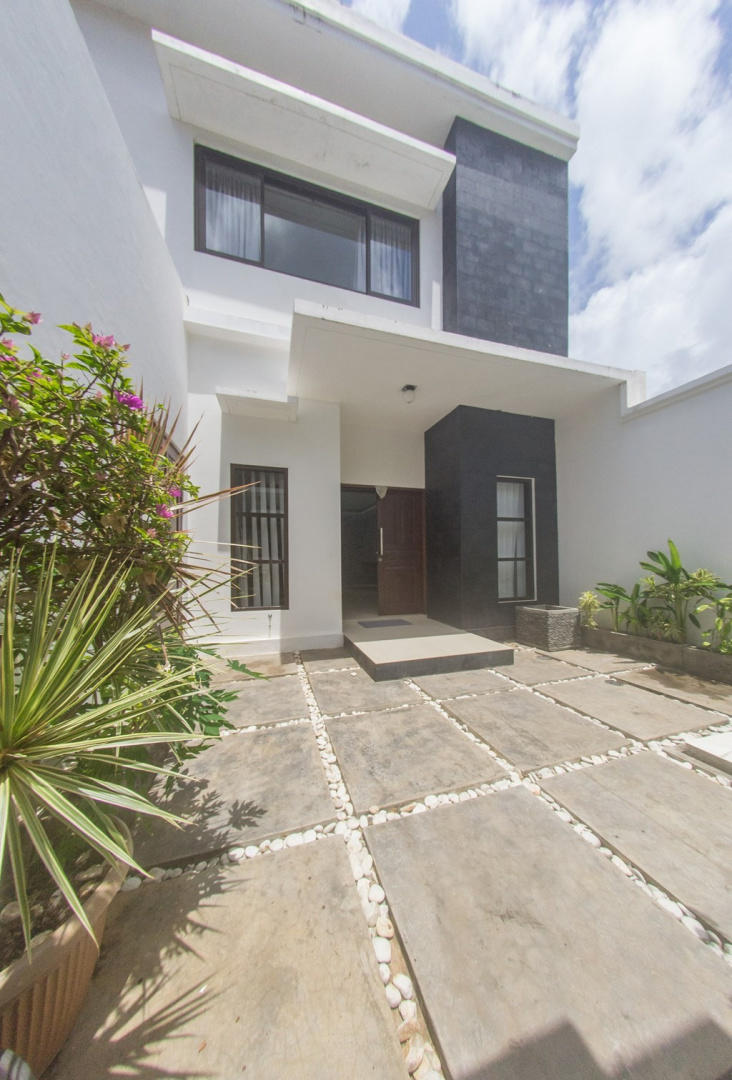 Spacious house in South Kuta with Internet, Air... Slide-3