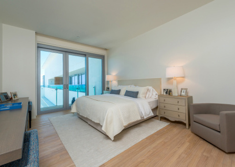 Luxurious, modern & artistic 2bd/2ba oceanfront Private Residence at Edition