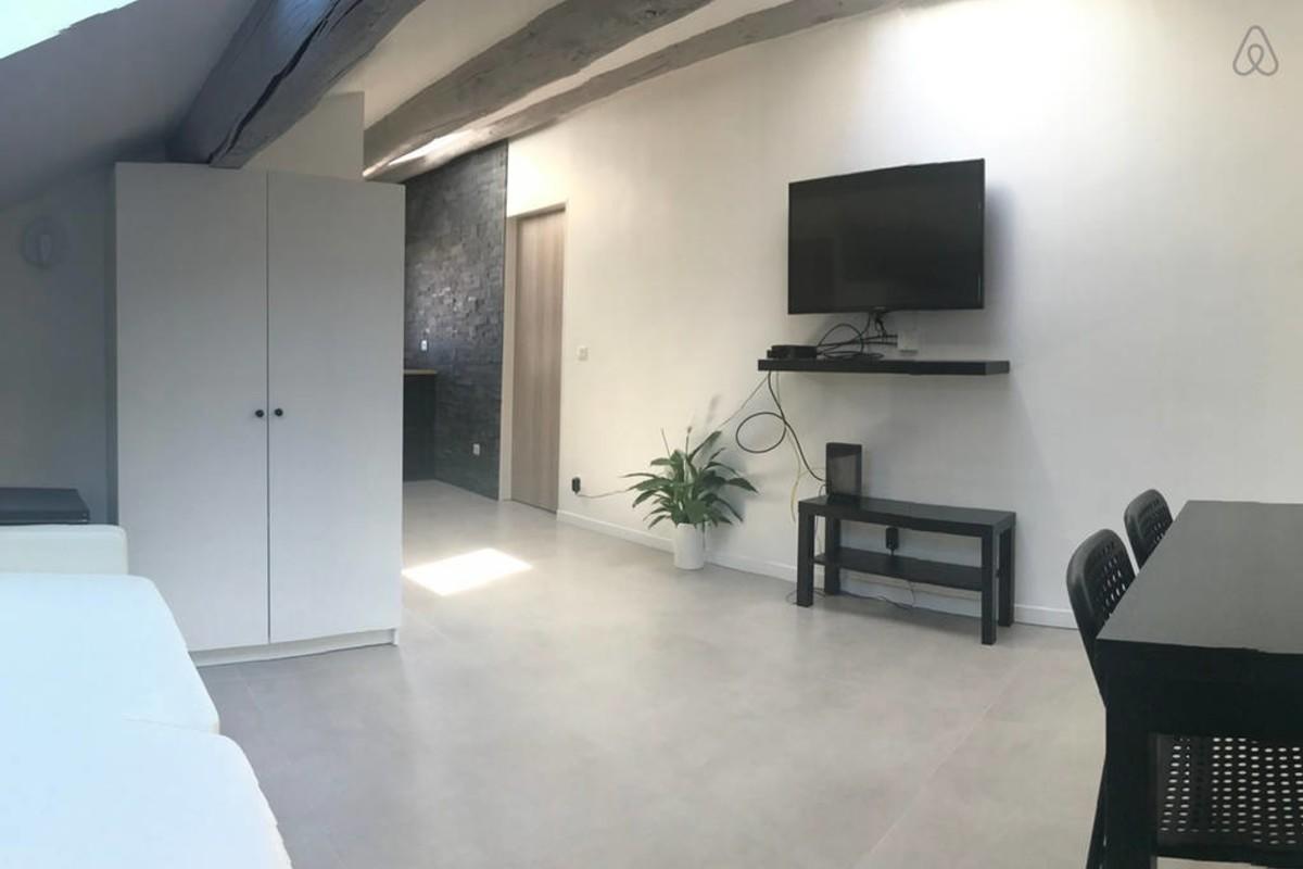Cozy apartment close to the center of Marseille... Slide-2