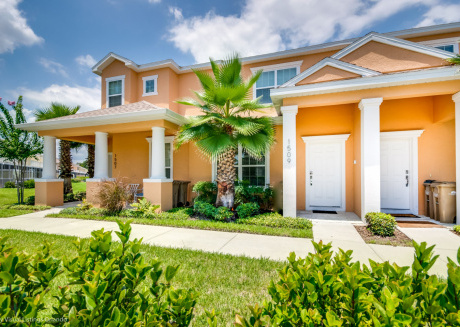 3 Bed 3 Bath Town Home With Communial Pool