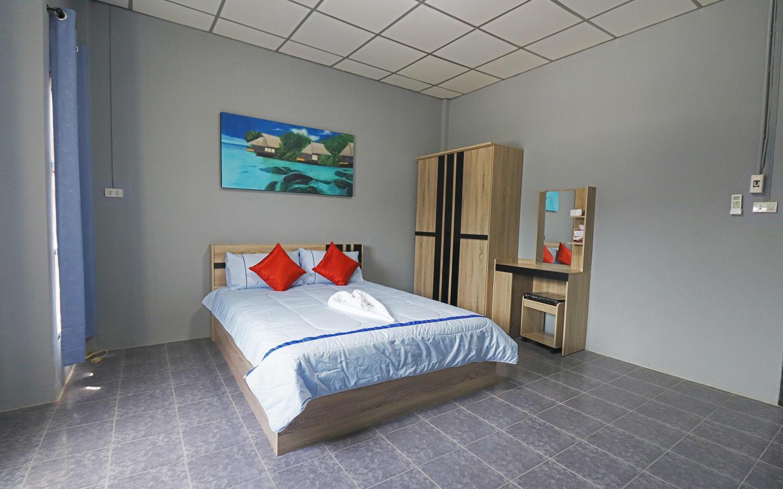 Pims Bed & Breakfast Deluxe Queen room 4 Slide-1