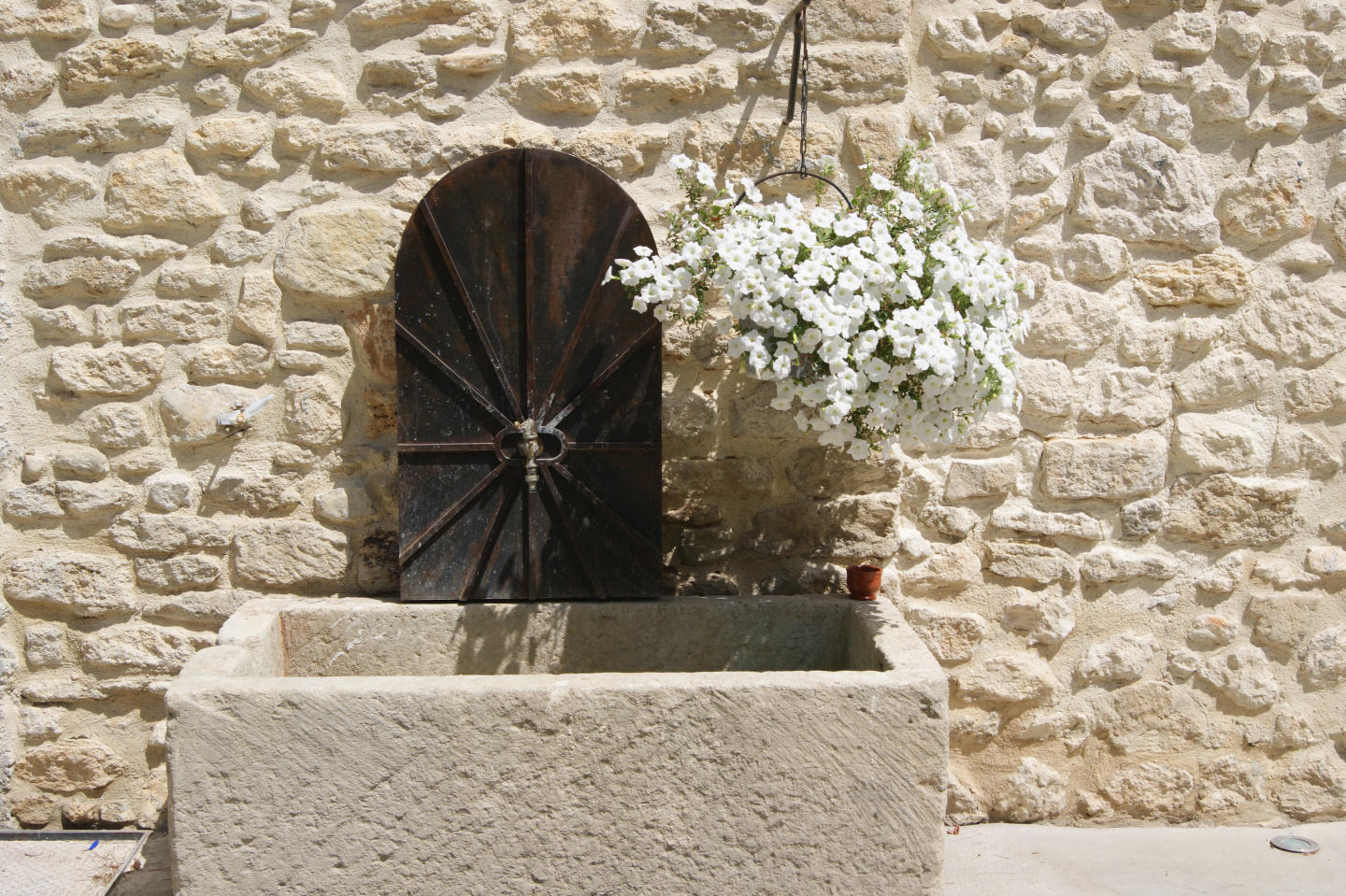 Self catering holiday rental Luberon Monts Vauc... Slide-2