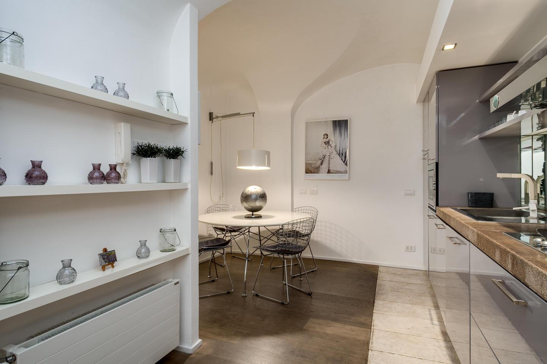 Modern loft in Piazza Barberini Slide-2