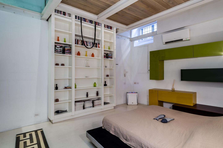 Modern loft in Piazza Barberini Slide-3