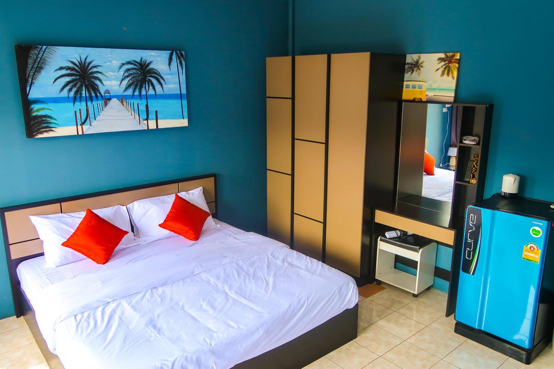 Pims Bed & Breakfast Deluxe King room 4 Slide-2