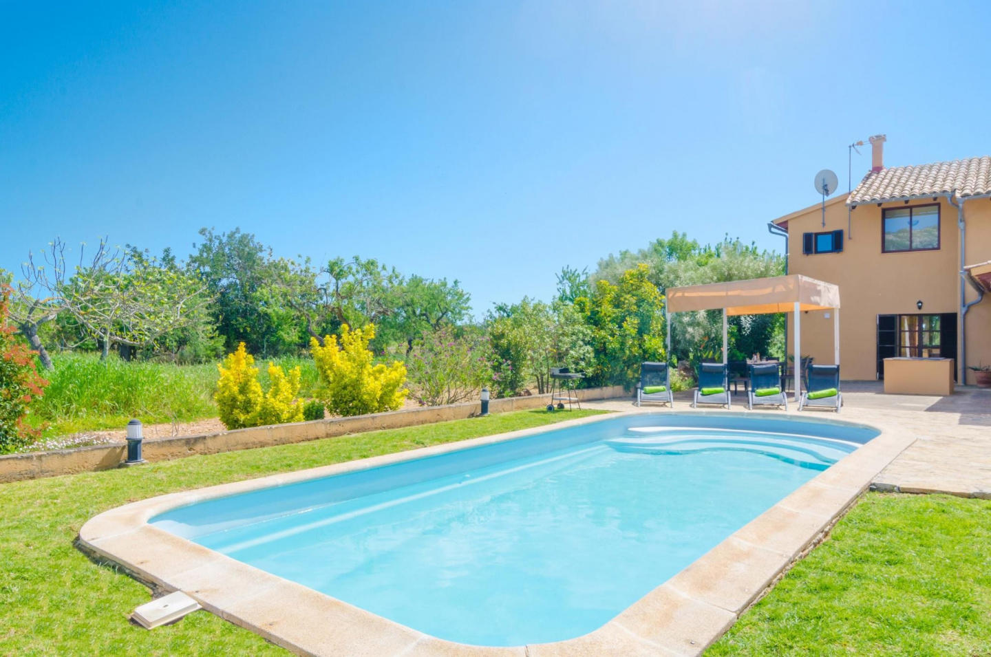 Spacious villa in Campanet with Parking, Intern... Slide-3