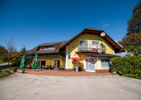 Cozy apartment in the center of Šmarješke Toplice with Parking, Internet, Washing machine, Air conditioning