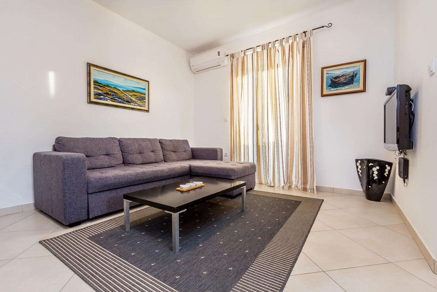 Spacious apartment in the center of Medulin wit... Slide-1