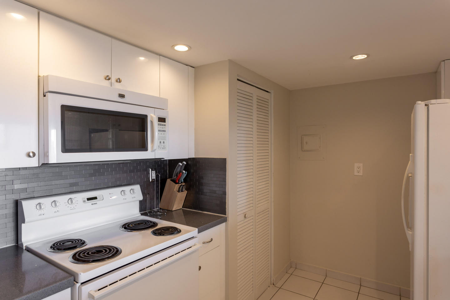Spacious apartment in Miami with Lift, Parking,... Slide-3