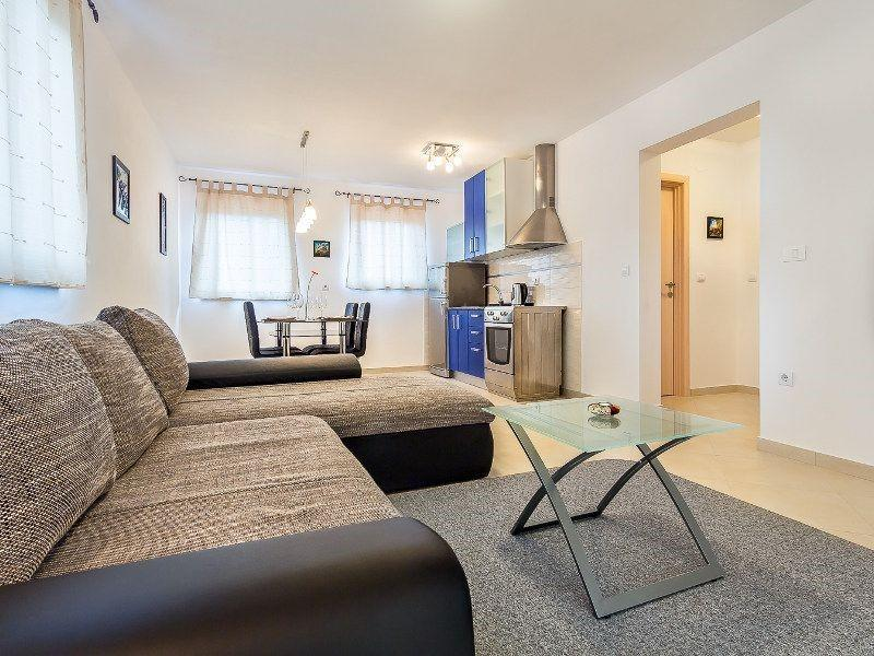 Cozy apartment in the center of Medulin with Pa... Slide-1
