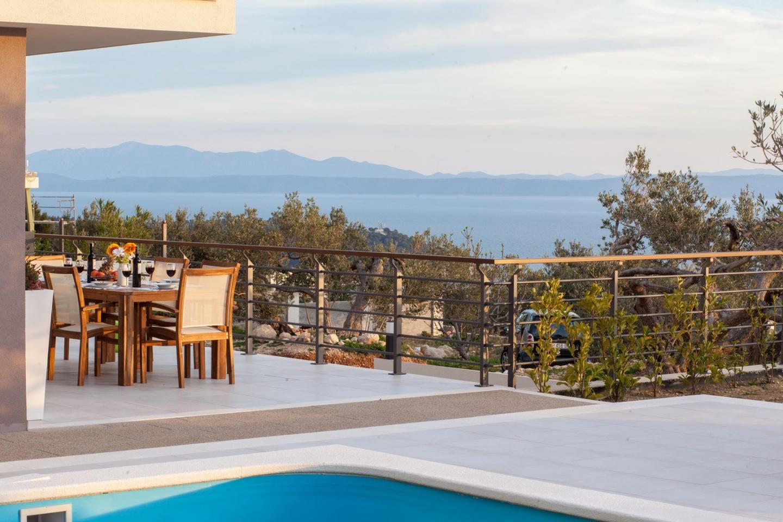 Spacious villa close to the center of Makarska ... Slide-3