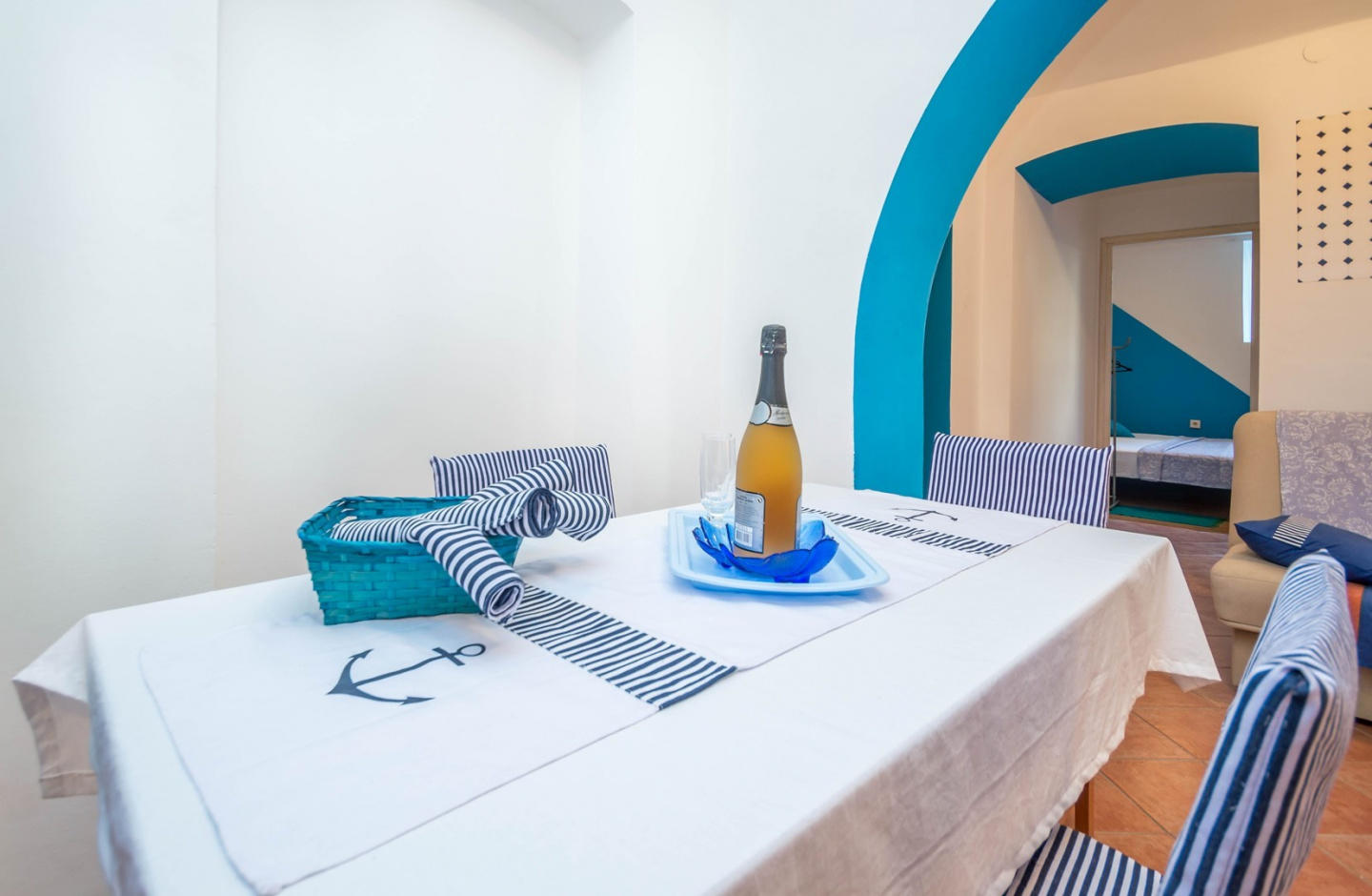 Cozy apartment very close to the centre of Pula... Slide-2