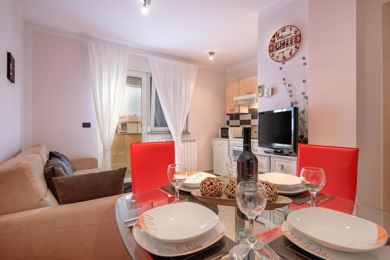 Cozy apartment close to the center of Ližnjan ... Slide-1