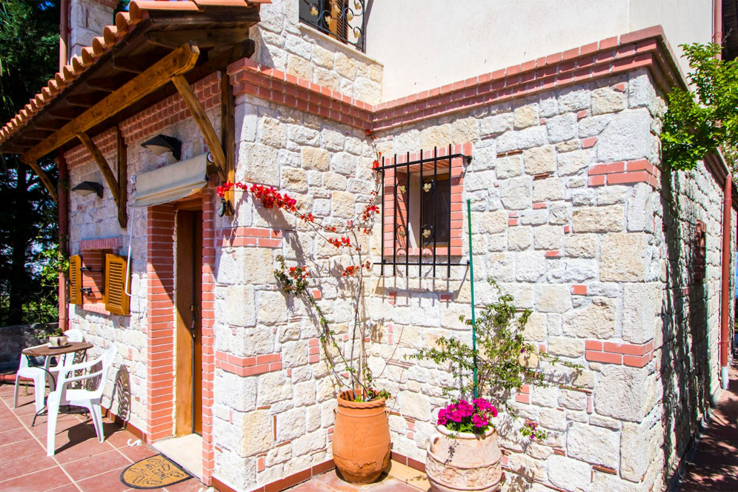 Spacious house in Afytos with Parking, Internet... Slide-3