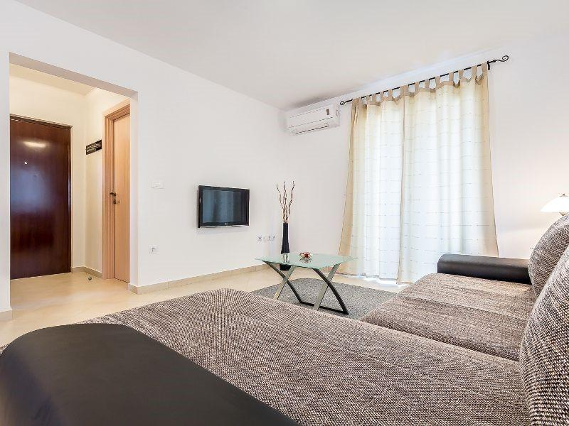 Cozy apartment in the center of Medulin with Pa... Slide-3