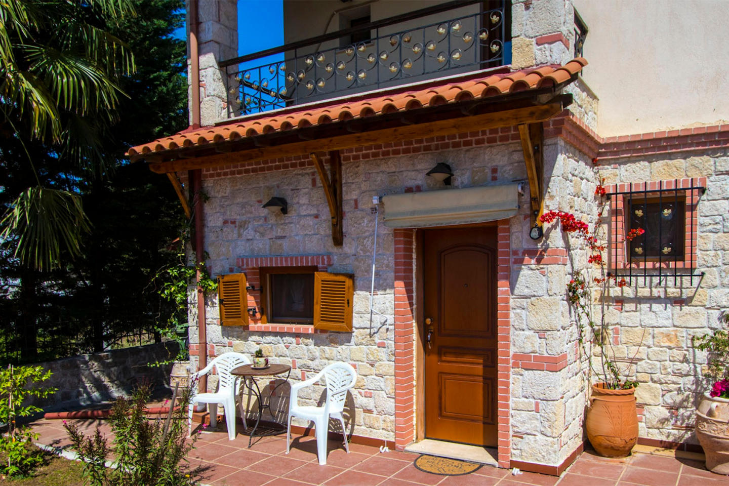 Spacious house in Afytos with Parking, Internet... Slide-2