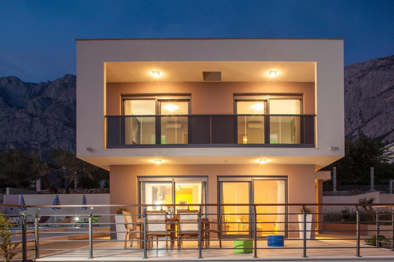 Spacious villa close to the center of Makarska ... Slide-2