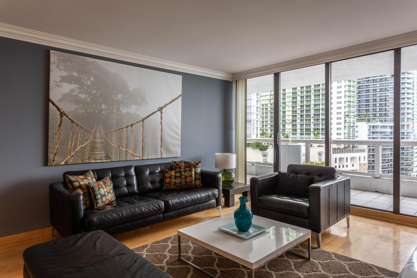 Spacious apartment in Miami with Parking, Inter... Slide-1