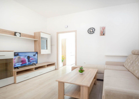 Cozy apartment very close to the centre of Pula with Internet, Washing machine, Air conditioning, Garden