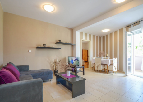 Cozy apartment close to the center of Pula with Parking, Internet, Air conditioning, Balcony